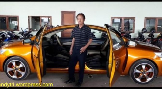 Heboh Mobil Bermuka 2 di Bandung